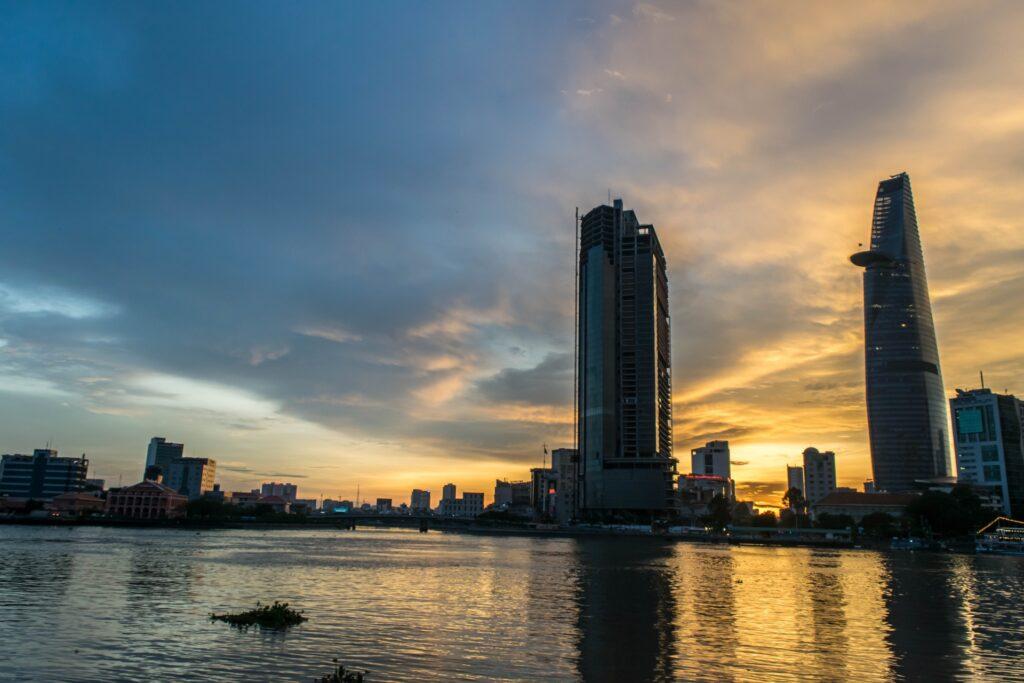 サイゴン川とビル